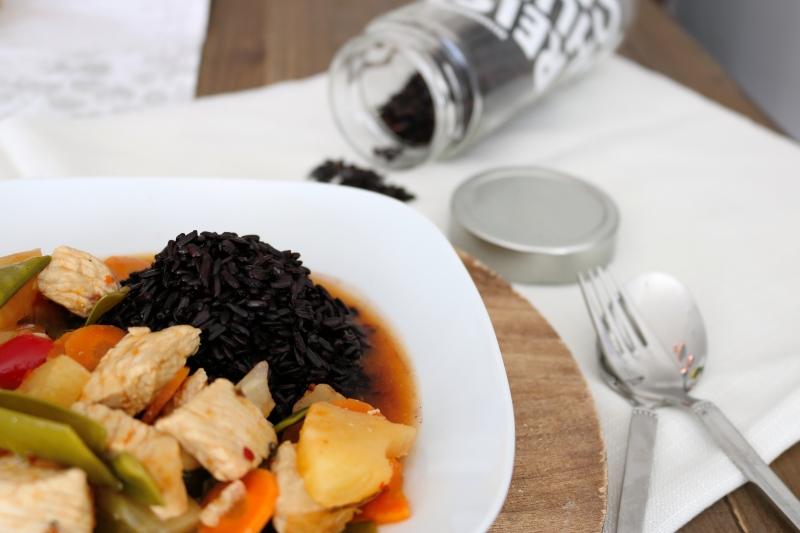 Süß-Sauer mit schwarzem Reis