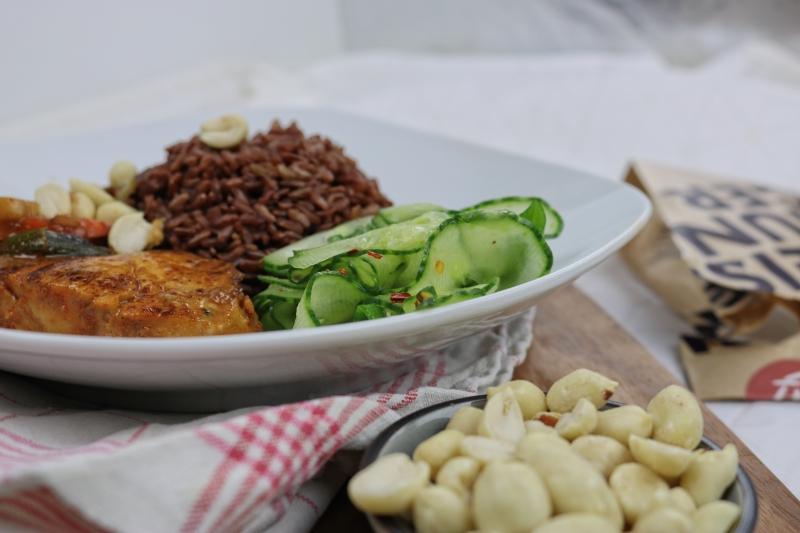 Erdnusshähnchen mit rotem Reis (1)_lzn