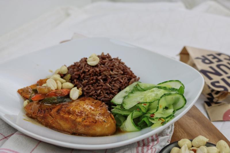 Erdnusshähnchen mit rotem Reis (3)_lzn