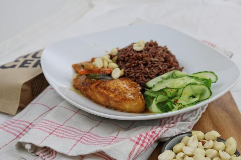 Erdnusshähnchen mit rotem Reis (4)_lzn
