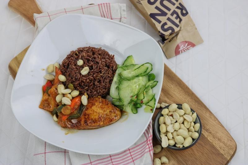 Erdnusshähnchen mit rotem Reis (5)_lzn