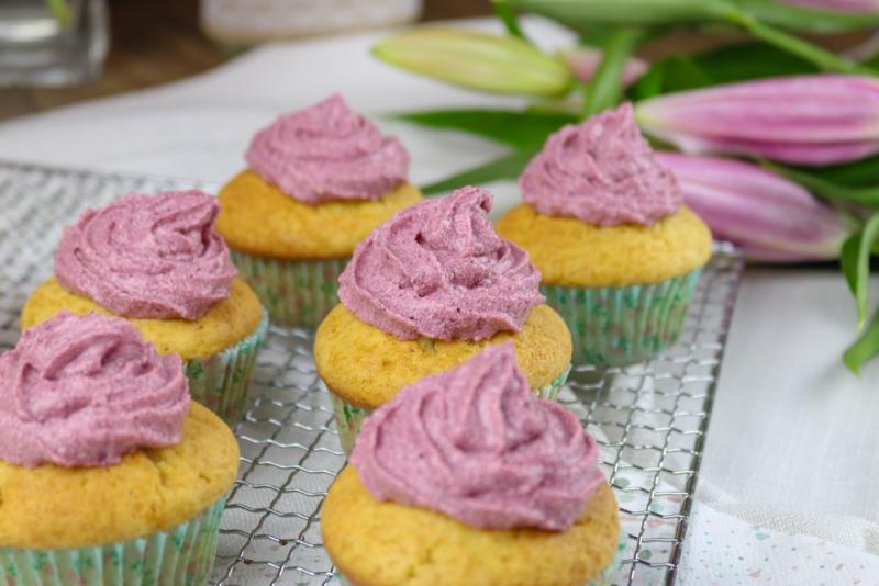 Vanille_Brombeer_Cupcakes (4 von 6)