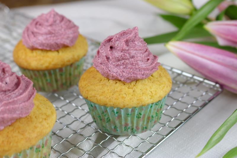 Vanille_Brombeer_Cupcakes (5 von 6)