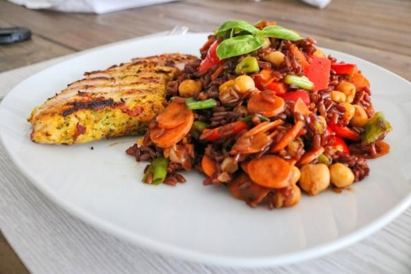 Rote Reispfanne mit Hähnchen (4)_lzn