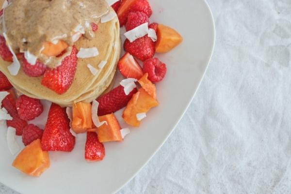 Kokos-Pancakes_mit Sommerfrüchten (11)_lzn