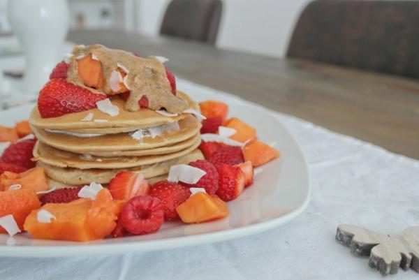 Kokos-Pancakes_mit Sommerfrüchten (14)_lzn