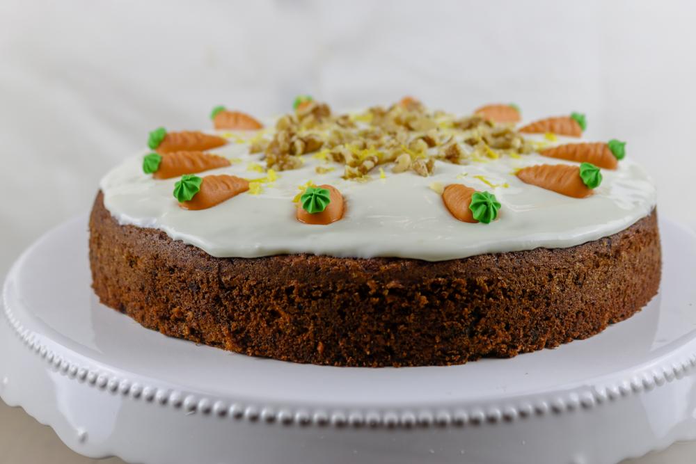 Carrot Cake mit Zitronen-Frischkäse-Frosting