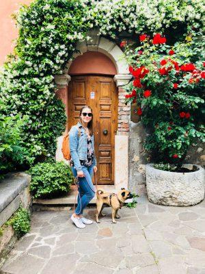 Verona mit vierbeiniger Begleitung