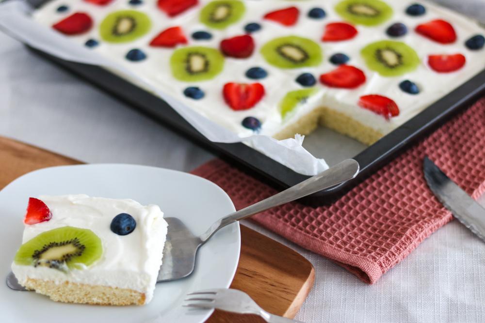 Sommerlich leichter Zitronen-Buttermilch Kuchen