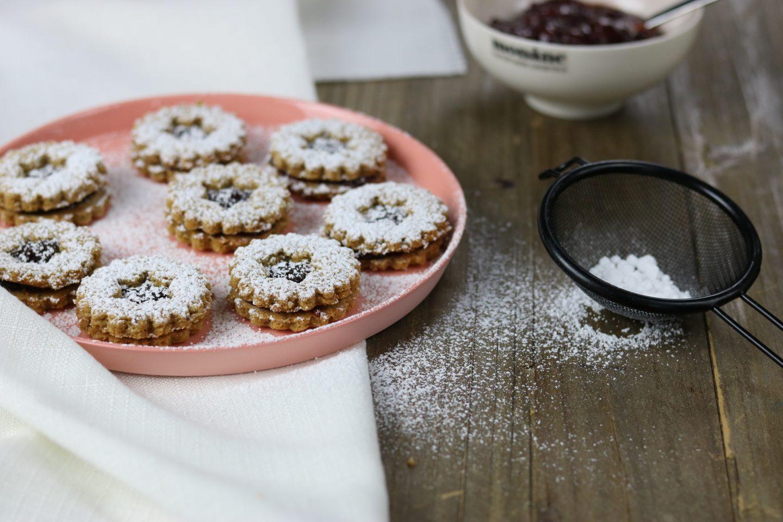 Weihnachtsbäckerei: gesunde Spitzbuben - zuckerfrei & vegan