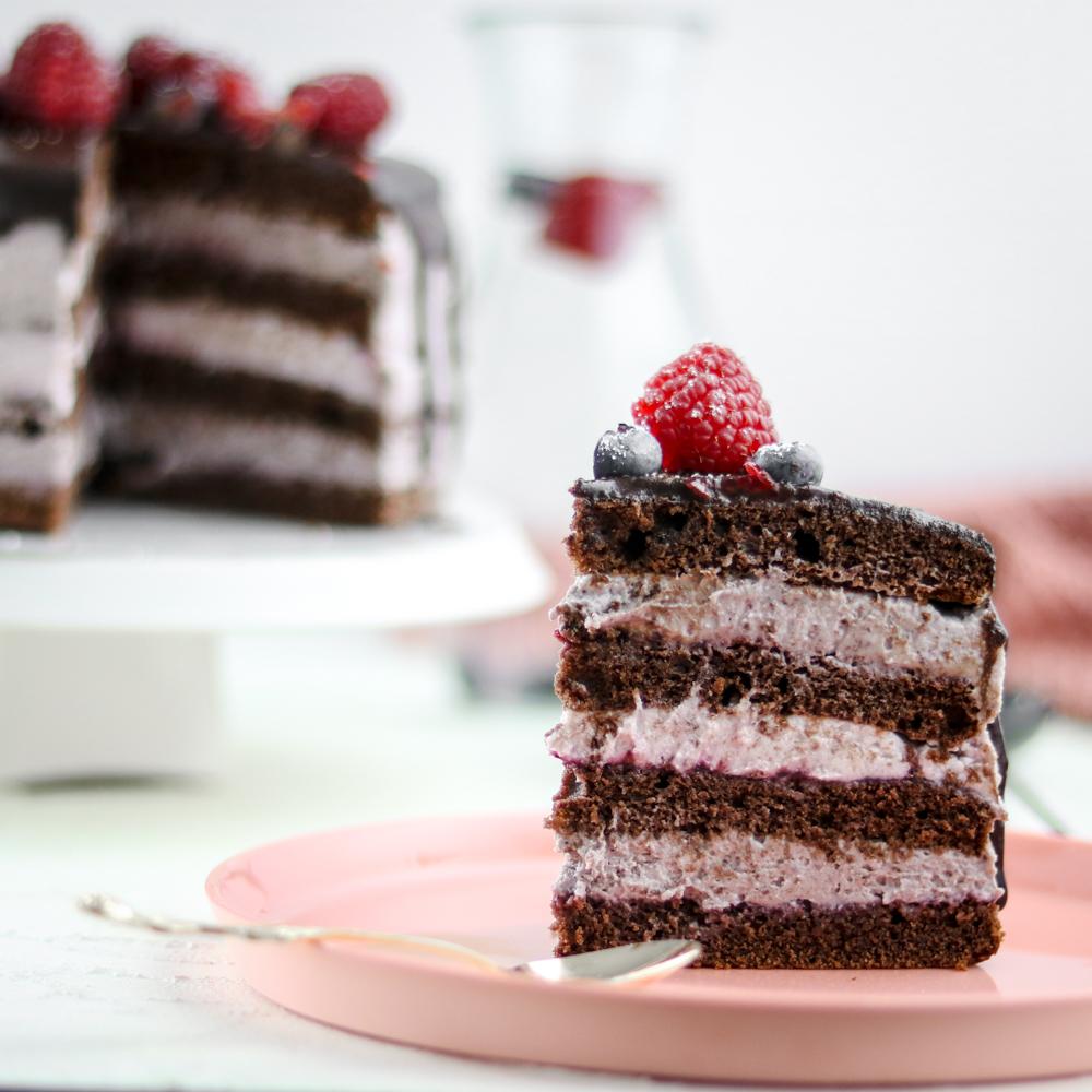Bakinglifestories-gesundbacken-gesundkochen-gesundleben-Rezept-für-Schoko-Brombeer-Naked-Cake-Hochzeitstorte