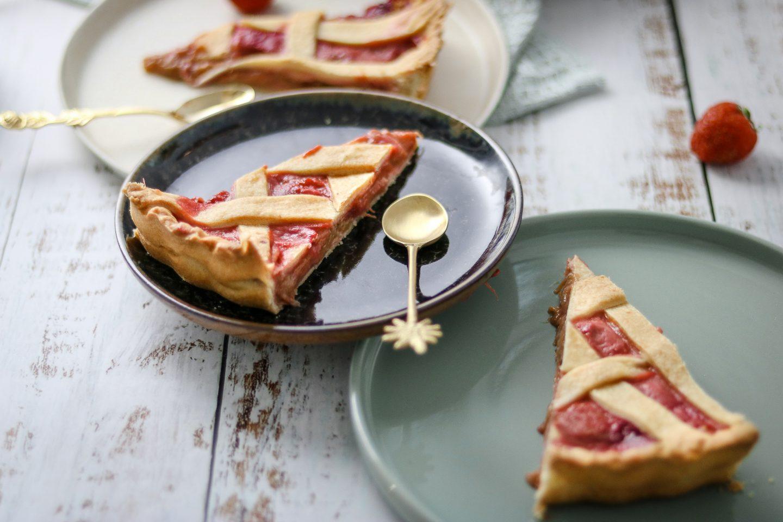 Rhabarber-Erdbeer-Tarte-Pie-einfache-und-gesuendere-Rhabarberpie