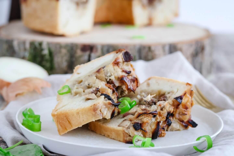 Veganer Zwiebelkuchen mit Schwarzwald-Tofu