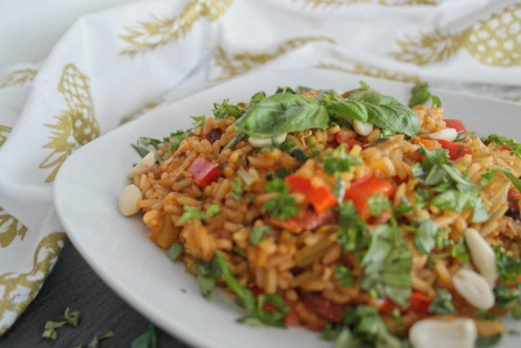 One-Pot Jambalaya mit Hühnchen und frischen Kräutern