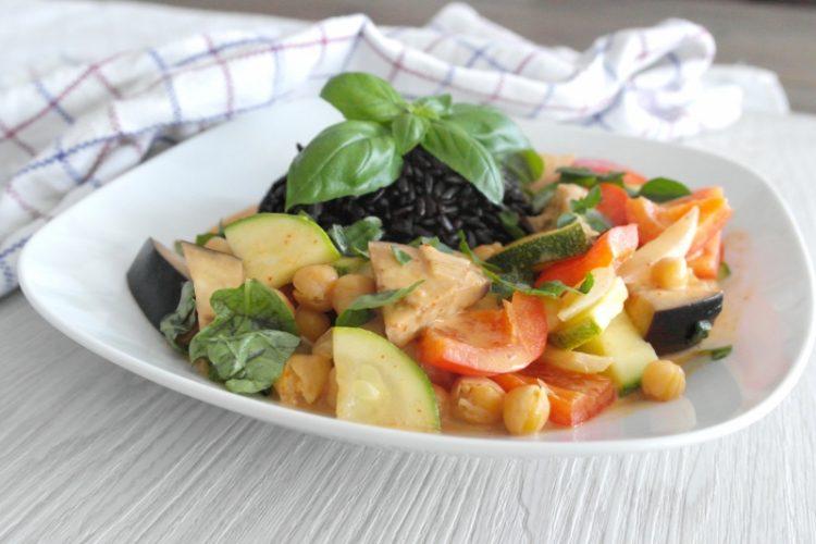Veggie Thai Curry mit schwarzem Reis